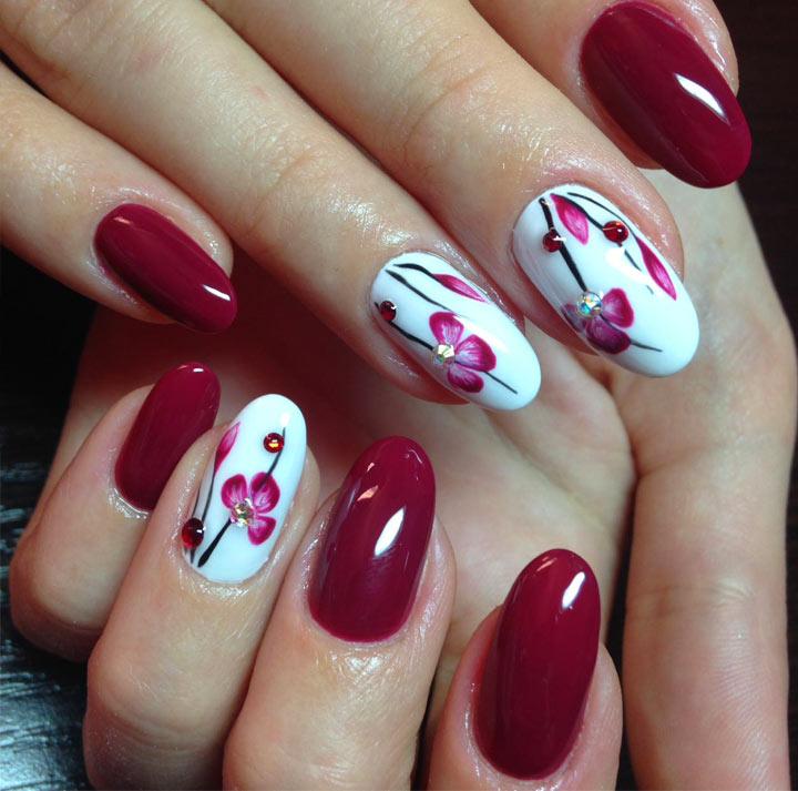 Цветы и стразы Бордовый маникюр: 100 модных идей дизайна ногтей