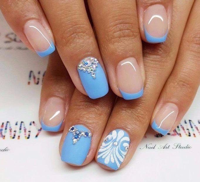 Голубой цветной френч и стразы Цветной френч на ногтях: модные варианты (ФОТО)