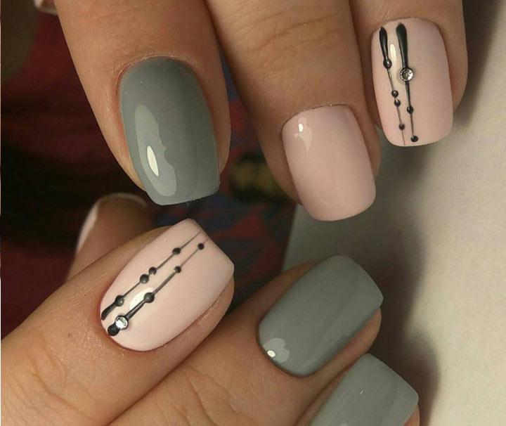 Простой рисунок на ногтях со стразами