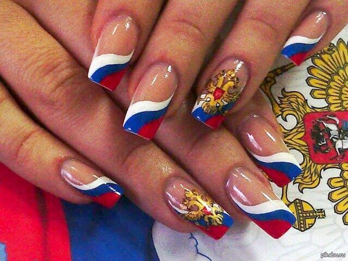 Патриотический маникюр с флагом России и двуглавым орлом