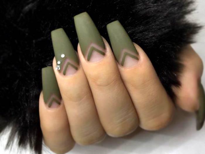 Длинные ногти, военный стиль