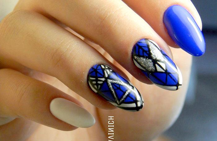 Геометрическая роспись Изысканный темно-синий маникюр