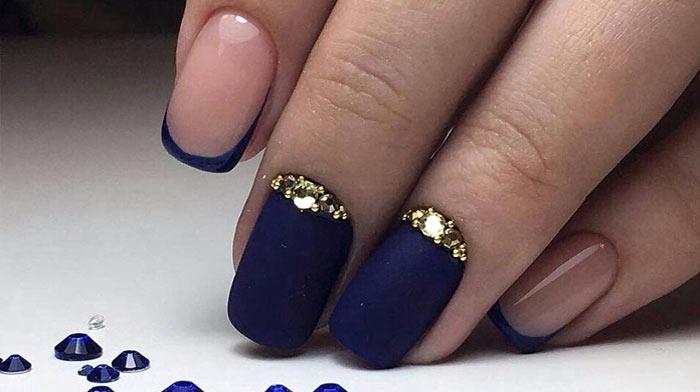 Френч Изысканный темно-синий маникюр