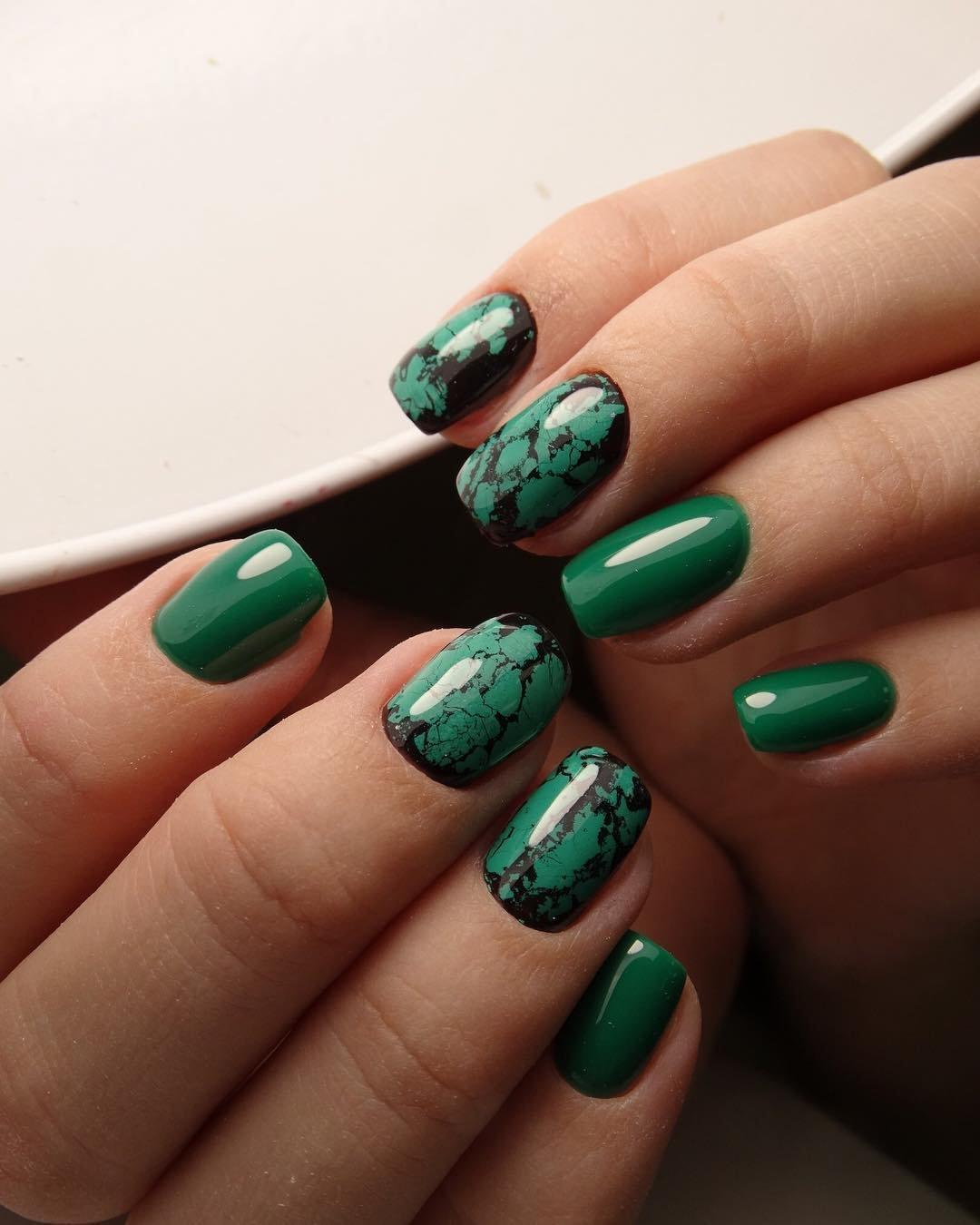 маникюр нефритовый зелёный