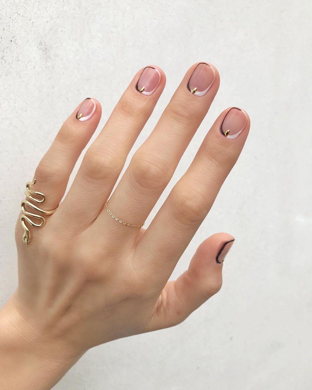 Прозрачный маникюр короткие ногти 2